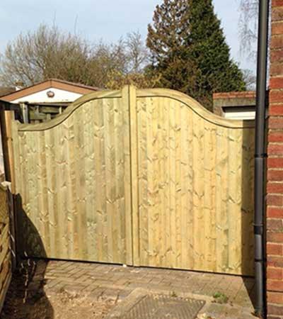 Wooden-Garden-Decking-Fitters-Gloucestershire-Oak-Gates
